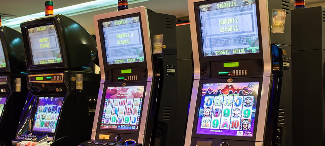 Slot machine in M club