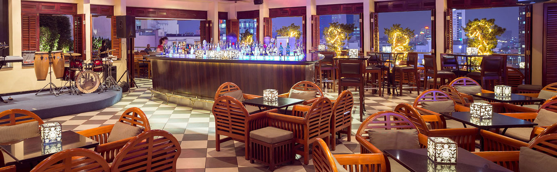 http://www.caravellehotel.com/content/user/8/images/1%20column/Header-1360x420-Saigon-Saigon-Bar.jpg