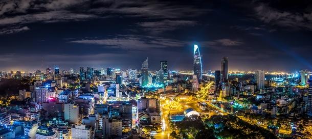 https://photorator.com/photos/images/the-incredibly-modern-city-of-saigon-vietnam--64139.jpg